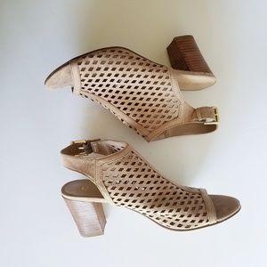 Unisa open toe sandal SZ 9M